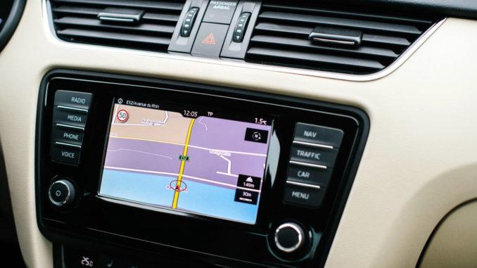 Autoradio mit Navi - Navigations an